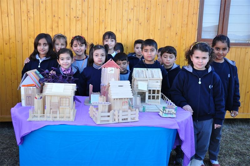 Grade 2 Builds Objects with Wooden Sticks