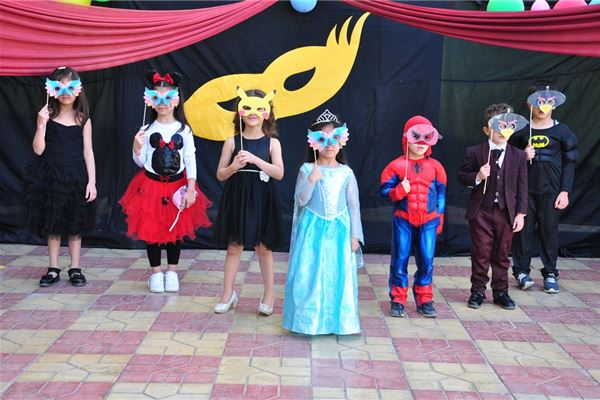 Zakho Students Attend Masquerade Party