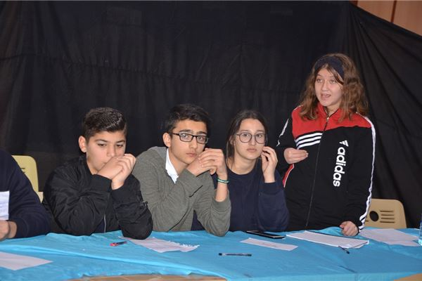 ZAKHO INTERNATIONAL STUDENTS TAKE PART IN A DEBATE COMPETITION.